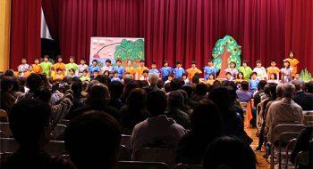 写真:とびだす絵本劇「ちはるちゃんの大冒険」発表会風景 2010 アートディレクション (江田島小学校)