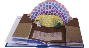 写真:「ちはるちゃんの大冒険」とびだし絵本 部分 2010